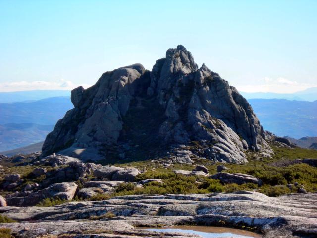 Paisagens de Portugal - Pico da Nevosa - grande rocha granítica