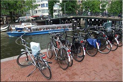 En Amsterdam mandan las bicis y las embarcaciones