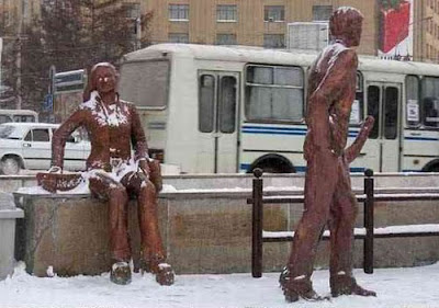 Naughty Statue Optical Illusion - Funny Optical Illusion