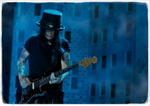 mick mars pictures-12