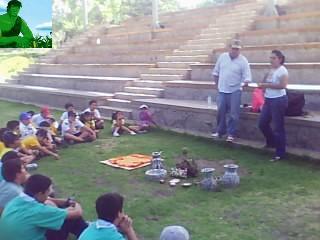 EXPOSICION DE PRODUCTOS HECHOS CON RECICLAJE DE RESIDUOS SOLIDOS