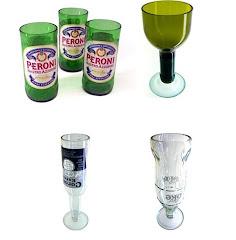 Copas y vasos con botellas plásticas