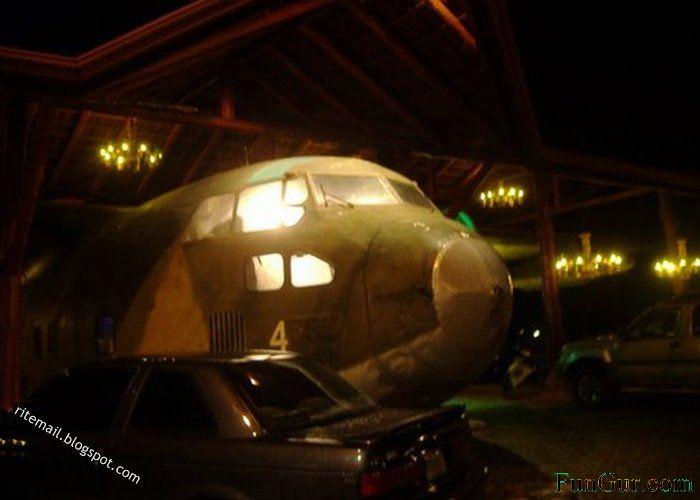[plane-restaurant-4.jpg]