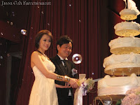 Wedding couple Sean and Veyl during the cake cutting ceremony