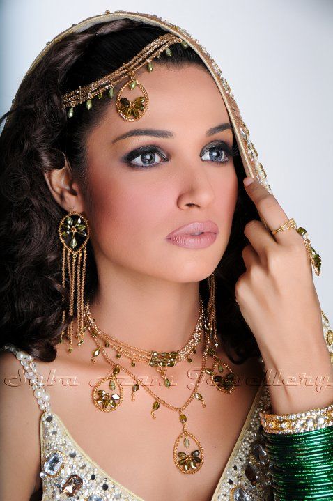 31308 386188384861 338320169861 3937604 8264196 n - Saba Azam Jewellery Shoot