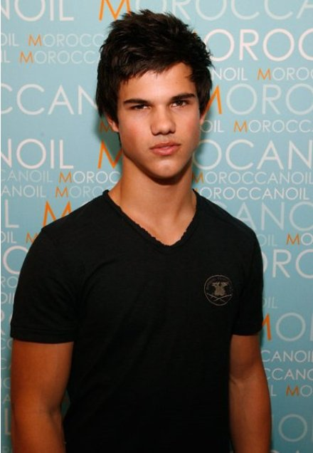 Taylor Lautner Is Hot, Wish He Was Gay. Some pics of Taylor Lautner for you ...