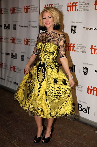 Drew+Barrymore+in+yellow+dress.jpg