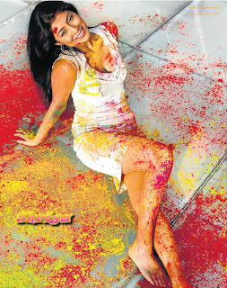 Hot Shriya Saran celebrates holi drenched in colours