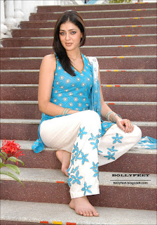 Parvati Melton bare foot