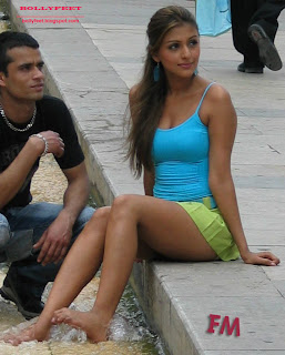 Aarti Chhabria barefoot on the film set candid photo