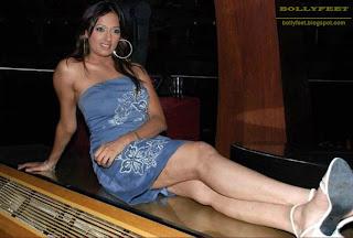 Brinda Parekh sexy legs