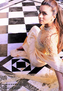 Pakistani Celeb Aaminah Haq barefoot