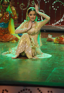 Sanjeeda Sheikh dancing