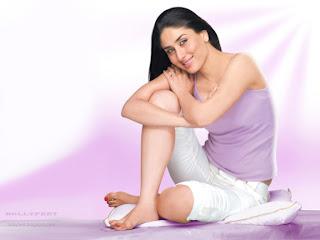 Kareena kapoor Super Sexy and bare feet