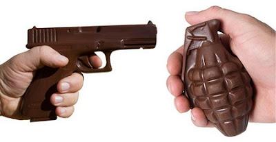 Gambar Lucu Pistol dan Granat Coklat