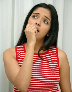 ghajini-fame-hot-sexy-gorgeous-stylish-indian-bollywood-actress-asin-tamil-telugu-mallu-hindi-heroine-aasin-face-expressions