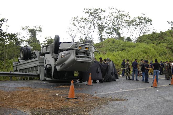 VOLCADURA MILITARES  AUTOPISTA