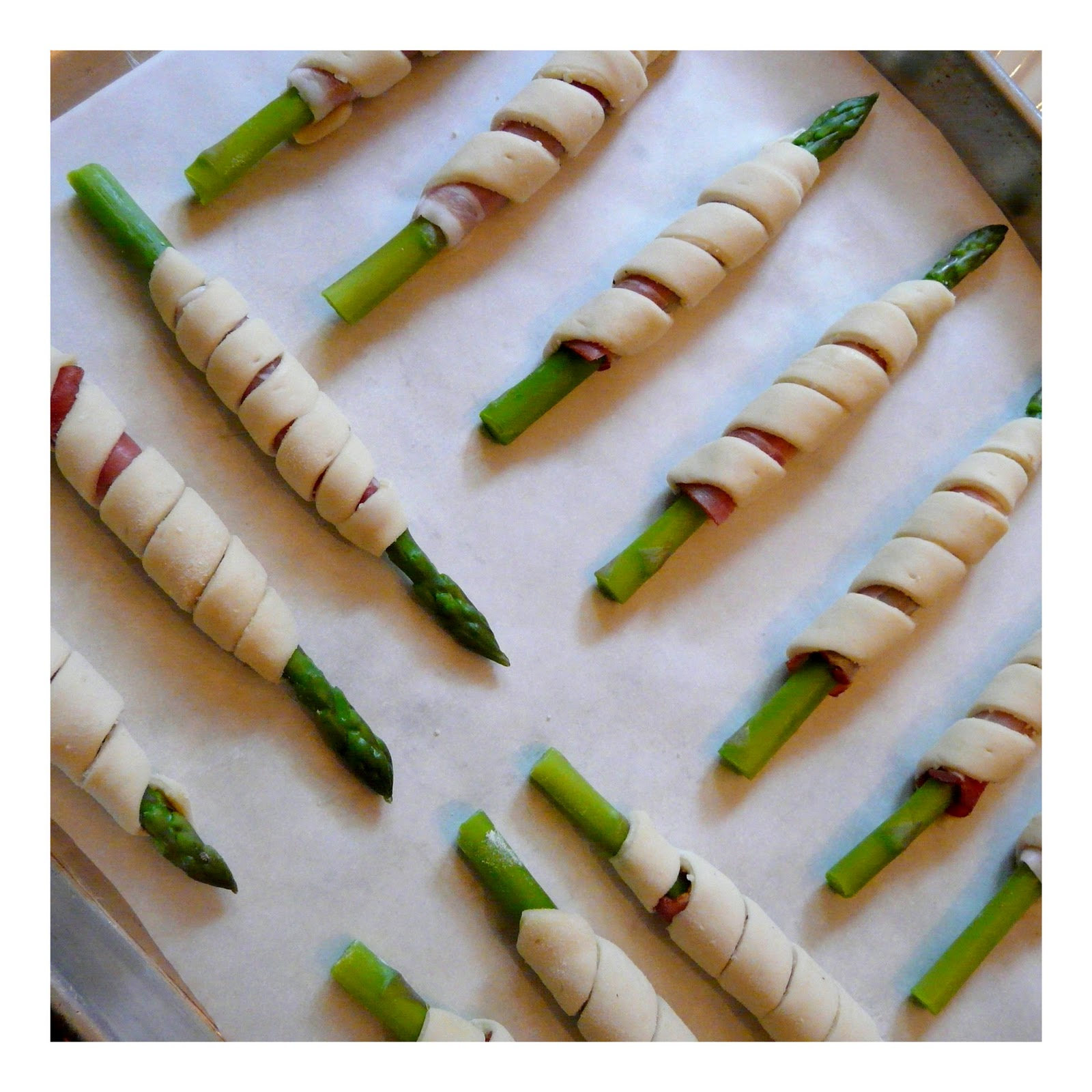 ... APPETIZER RECIPE -- PROSCIUTTO WRAPPED ASPARAGUS SPEARS IN PUFF PASTRY