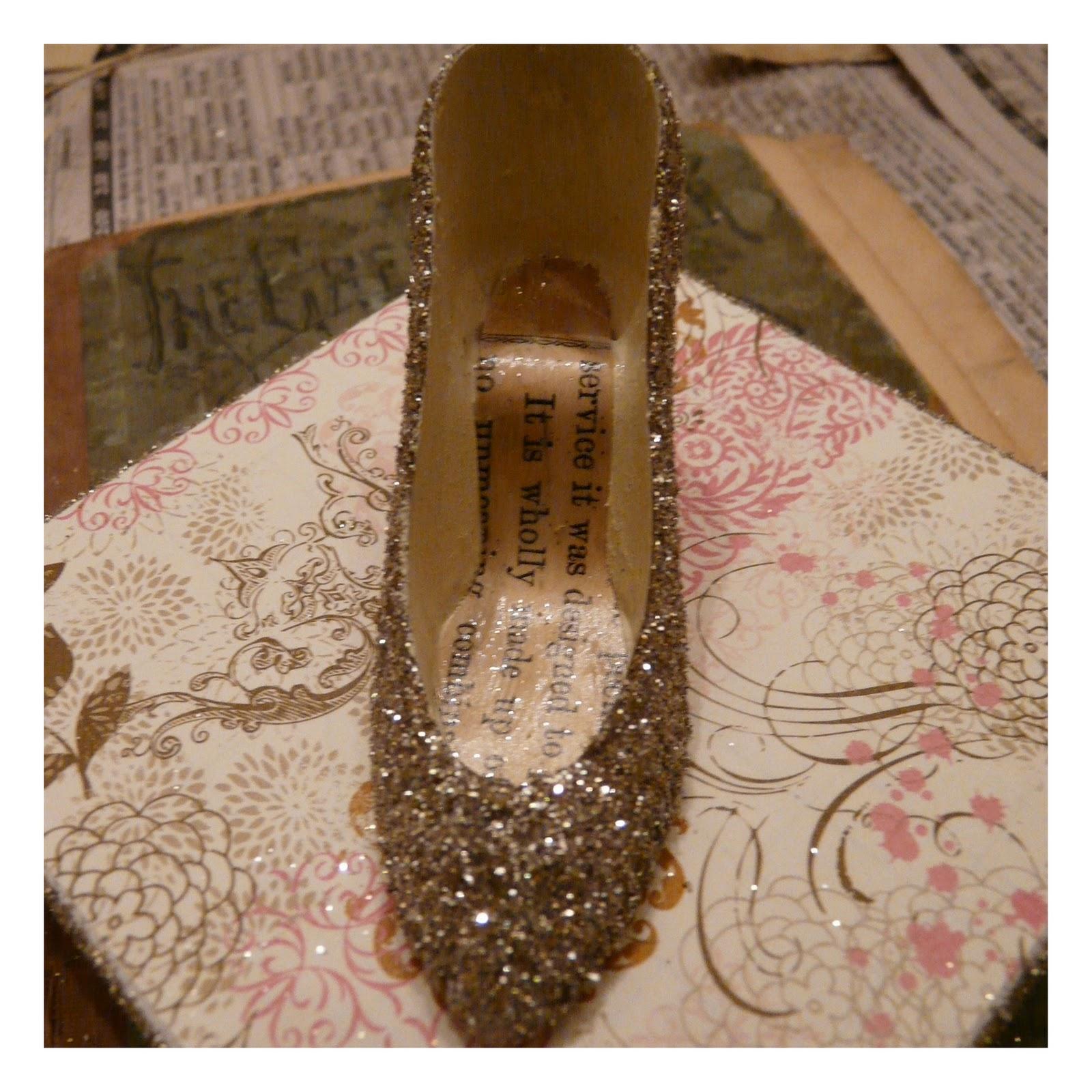 http://1.bp.blogspot.com/_FEZc22SfAy4/TQviVLpXLkI/AAAAAAAADkQ/2uGy35__lYc/s1600/glittered_shoe_gift_box_tutorial8.jpg