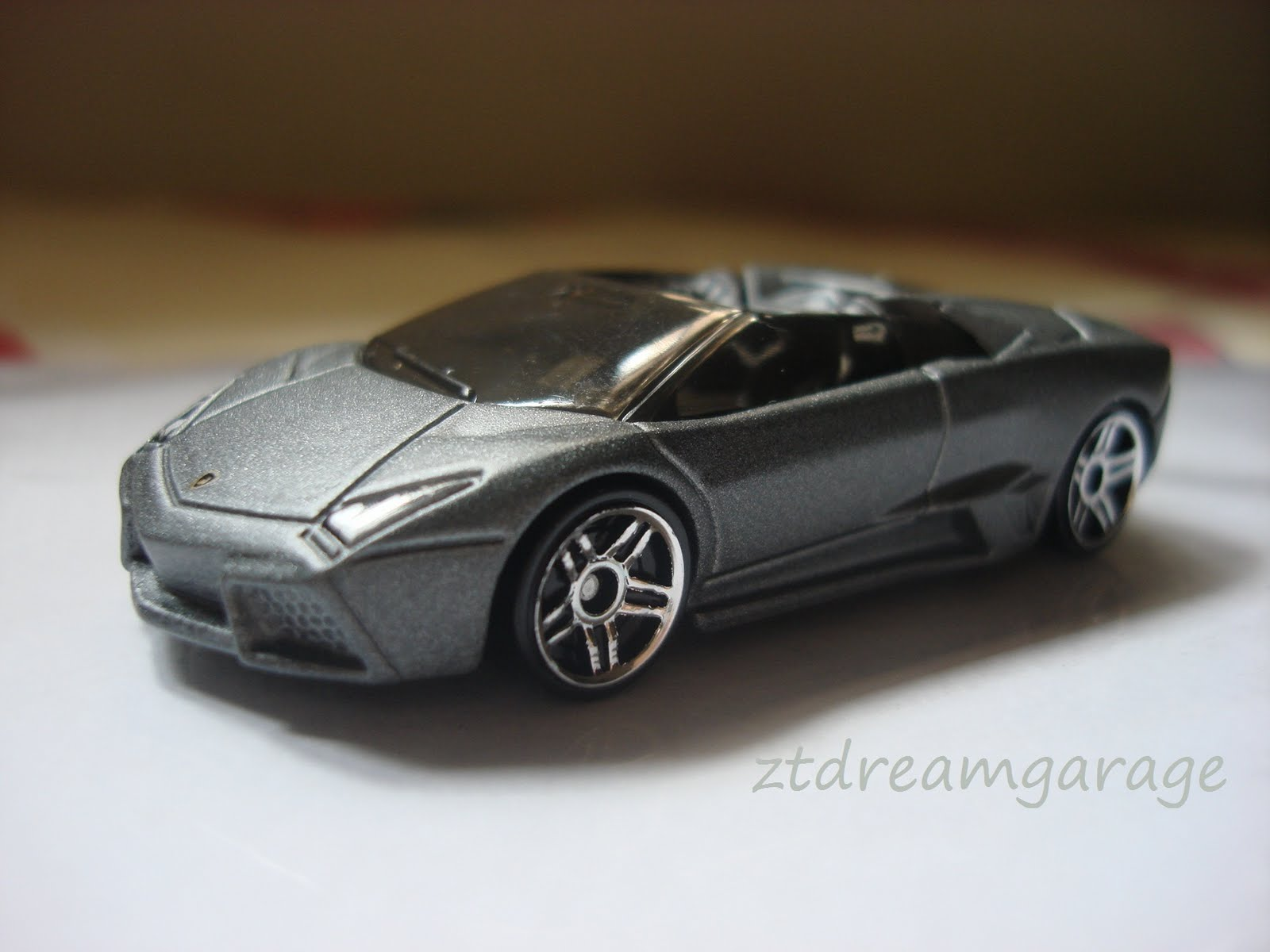 zt 39 s dream garage hot wheels lamborghini reventon roadster. Black Bedroom Furniture Sets. Home Design Ideas