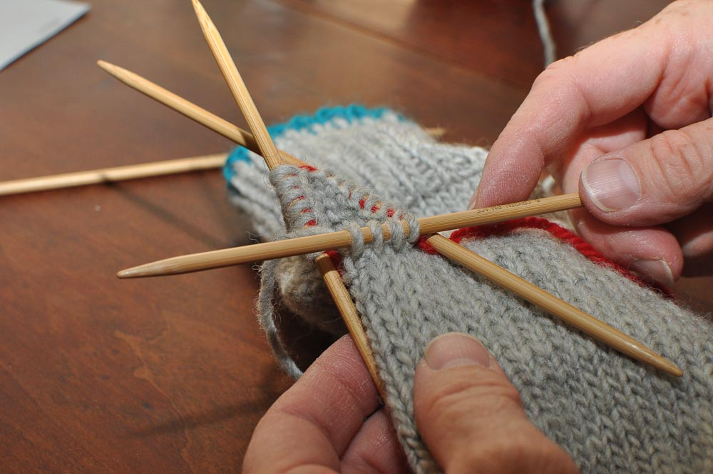 Two Left Feet: how to knit a mitten, part 4: the thumb