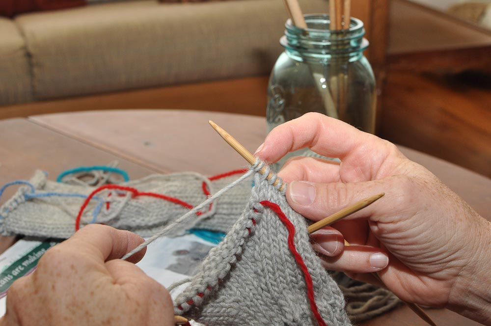 Knitting Increases For Thumb Gusset : Two left feet how to knit a mitten part beginning of