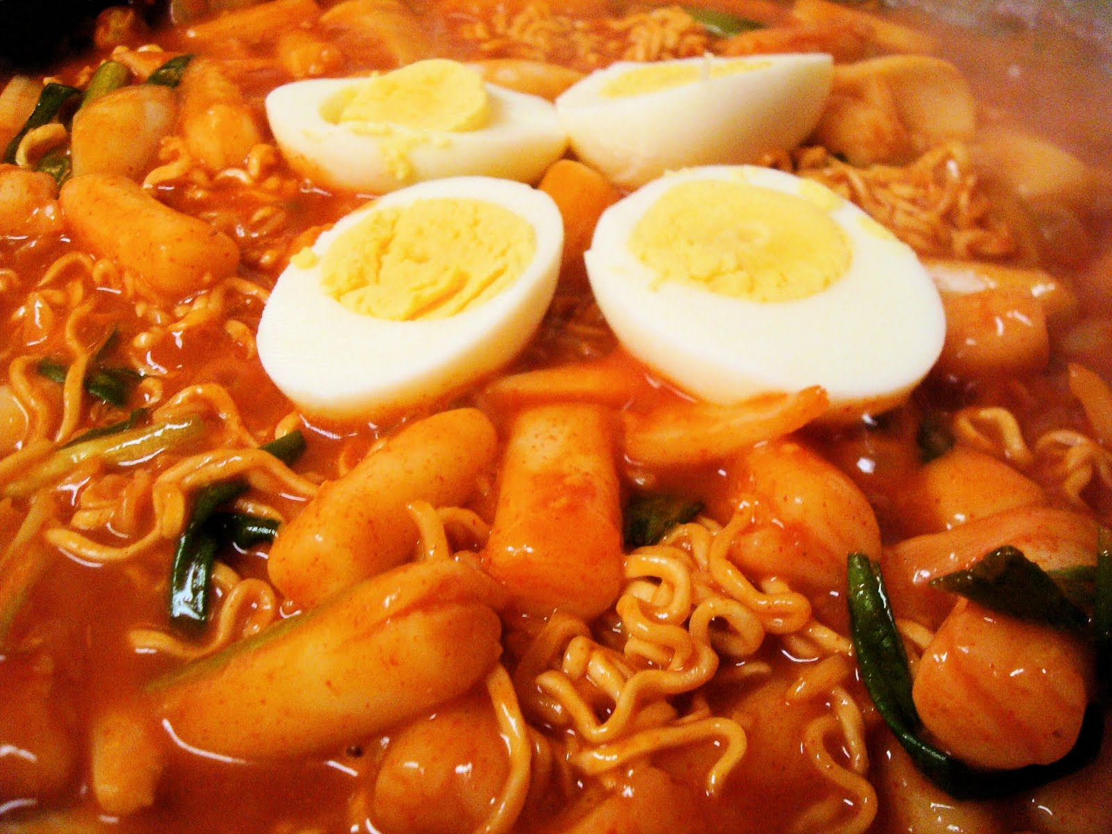 Spicy Rice Cake With Ramen