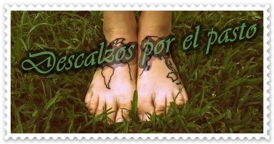 Descalzos por el pasto