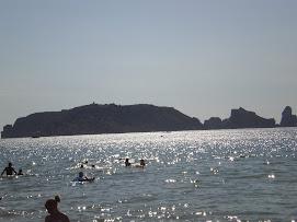 Zicht op de Middellandse Zee vanaf het strand