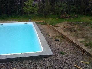 Le blog de notre piscine la ceinture b ton et la for Ceinture beton piscine