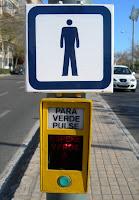 Homenet passant del valencià