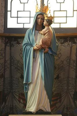 Fotografia di statua lignea della Beata Vergine Maria con il SS. Bambino in braccio. Parrocchia Gran Madre di Dio