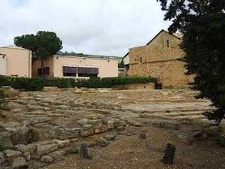 Bild 3: Südseite Museo Archeologico Regionale Agrigento mit Ekklesiasterion und Kirche San Nicola