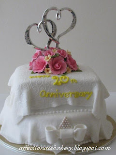 Affectionate 20th Wedding Anniversary Cake Amp Cupcakes
