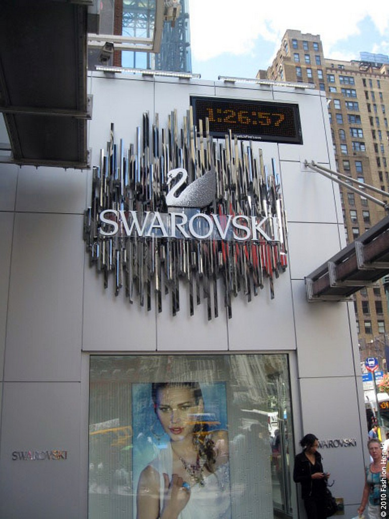 Graffiti clothing store on 34th street south