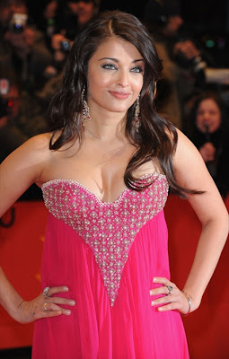 Dazzling Aishwarya in pink dress at pink panther premire