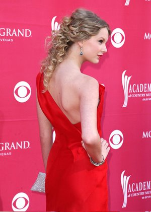 taylor swift quotes from her songs. Taylor Swift looked amazing in