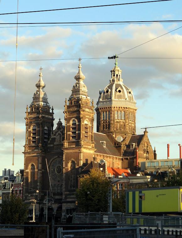 al atardecer entramos en Amsterdam
