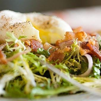Scrumpdillyicious: Balthazar's Salade Lyonnaise
