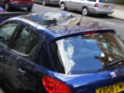 ora si affronta il traffico di Londra con la decapotabile