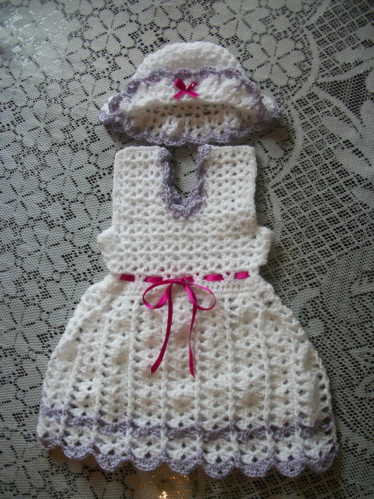 vestido de bebe con capelina