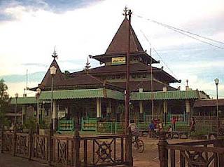 Perpaduan Budaya Lokal Islam Hindu Dan Budha Masjid Kuno Yang