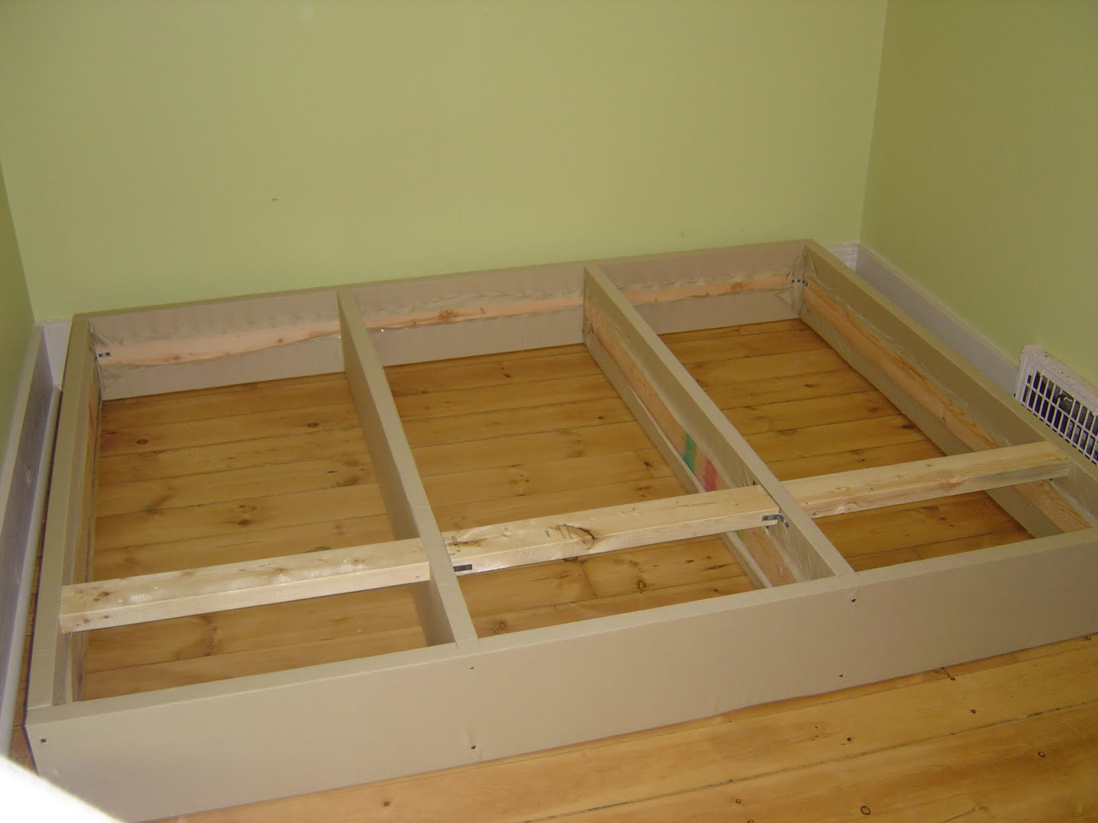 Energy of the mind from artist to triathlete diy for Simple diy platform bed