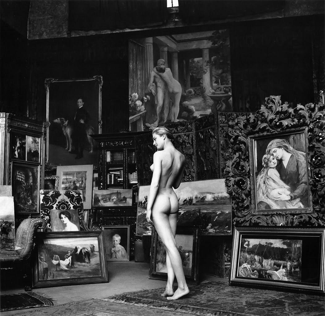http://1.bp.blogspot.com/_FdMipHpt0wo/S6n_OoWb42I/AAAAAAAAAv8/1aquFzaxqas/s1600/Jeanloup+Sieff+-+Kitsch+Nude,+Paris,+1956.jpg