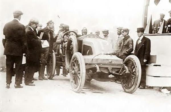 L. Strang in Renault racing car, 10-21-1908