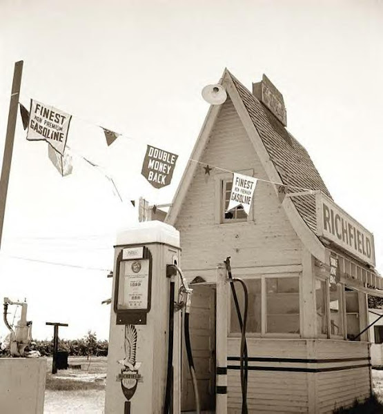 Gas Station, Route US 99, 1939