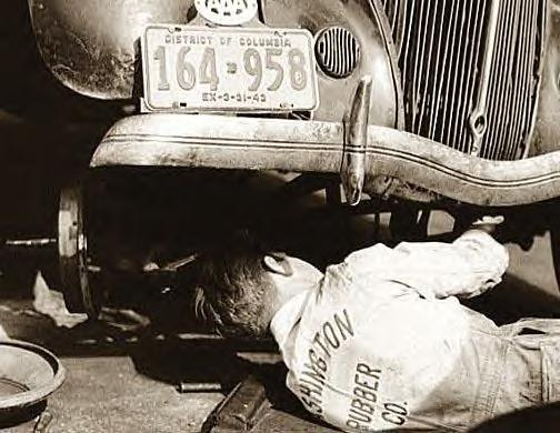 Washington, DC auto mechanic under car, 1942, Photo-2