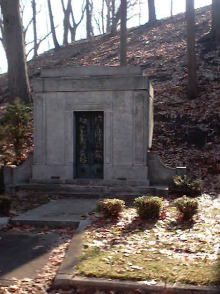 E.S. Day Mausoleum