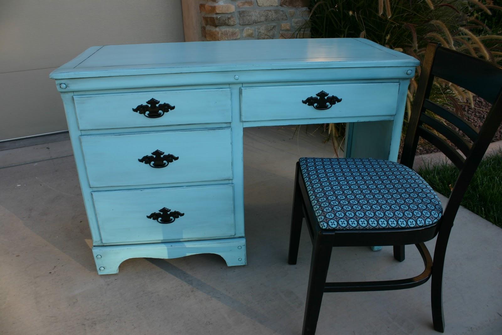 Doubletake Decor Bright teal desk & chair