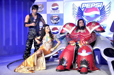Ranbir, Sanjay Dutt and Jacqueline unveil Pepsi The Game image